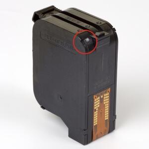 Auf dem Bild sehen Sie den Artikel C6578A/D Fl von Hewlett-Packard. Dieses Tintenpatrone Modell eignet sich für die Wiederaufbereitung und wird daher zum Recycling angekauft.