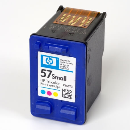 Auf dem Bild sehen Sie den Artikel C6657G XS von Hewlett-Packard. Dieses Tintenpatrone Modell eignet sich für die Wiederaufbereitung und wird daher zum Recycling angekauft.