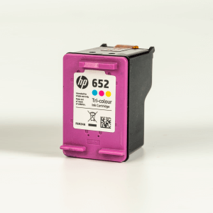 Auf dem Bild sehen Sie den Artikel F6V24AE von Hewlett-Packard. Dieses Tintenpatrone Modell eignet sich für die Wiederaufbereitung und wird daher zum Recycling angekauft.