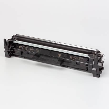 Auf dem Bild sehen Sie den ArtikelCF230A Introductory von Hewlett-Packard. Dieses Toner Modell eignet sich für die Wiederaufbereitung und wird daher zum Recycling angekauft.
