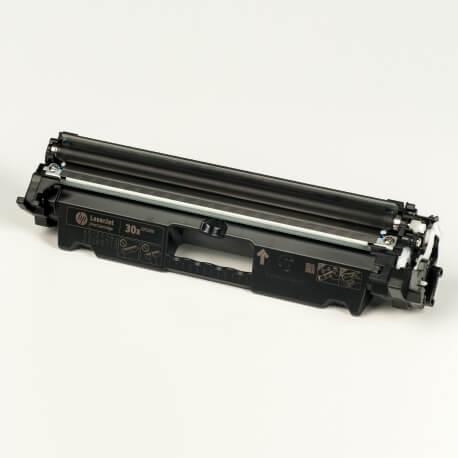 Auf dem Bild sehen Sie den ArtikelCF230X von Hewlett-Packard. Dieses Toner Modell eignet sich für die Wiederaufbereitung und wird daher zum Recycling angekauft.