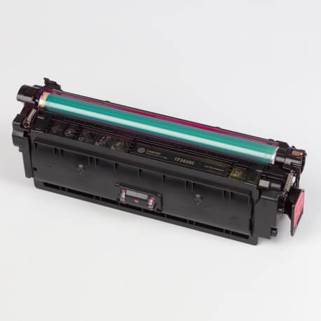Auf dem Bild sehen Sie den ArtikelCF360X-63X von Hewlett-Packard. Dieses Toner Modell eignet sich für die Wiederaufbereitung und wird daher zum Recycling angekauft.