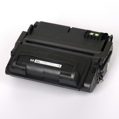Auf dem Bild sehen Sie den Artikel Q5942A von Hewlett-Packard. Dieses Toner Modell eignet sich für die Wiederaufbereitung und wird daher zum Recycling angekauft.