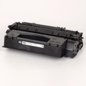 Auf dem Bild sehen Sie den Artikel Q5949X von Hewlett-Packard. Dieses Toner Modell eignet sich für die Wiederaufbereitung und wird daher zum Recycling angekauft.