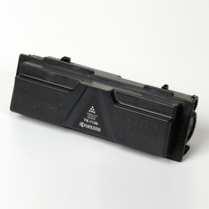 Auf dem Bild sehen Sie den Artikel TK-1140 von Kyocera/Mita. Dieses Toner Modell eignet sich für die Wiederaufbereitung und wird daher zum Recycling angekauft.
