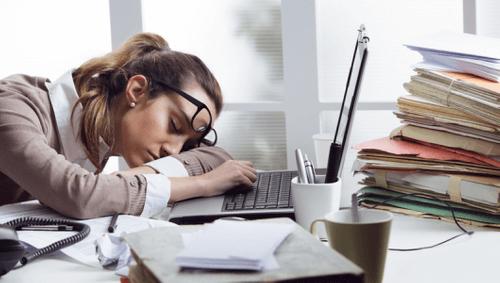 Tipps gegen Müdigkeit im Büro